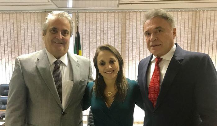 Empresário Alberto Bardawill, presidente do Podemos, Renata Abreu, e senador Álvaro Dias