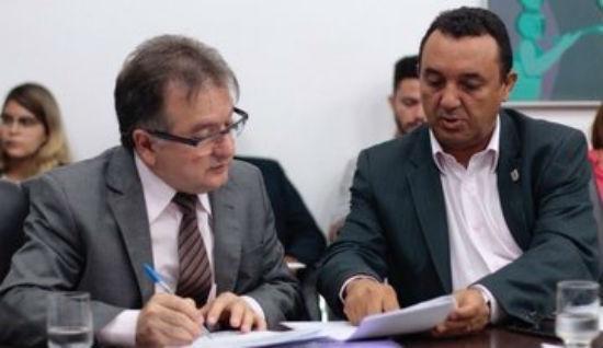 Secretário Merlong Solano e o reitor da Uespi, Nouga Cardoso (Crédito: Reprodução )