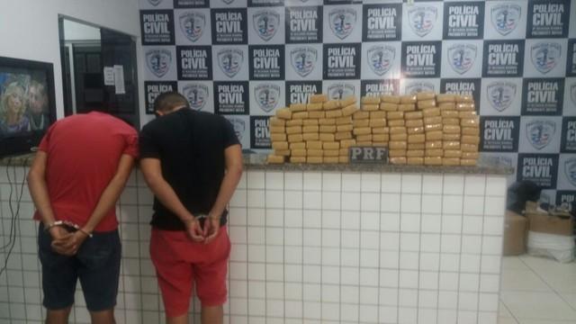 Dupla presa em Presidente Dutra (Crédito: PRF/Divulgação)