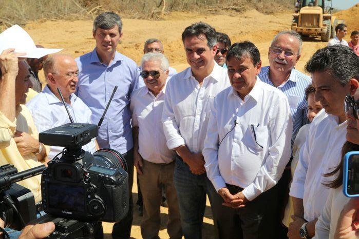 Governador estava acompanhado de parlamentares piauienses e do diretor geral do DNIT (Crédito: Reprodução)