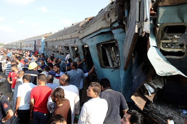 Aglomeração de pessoas após o acidente (Crédito: Agência AFP)