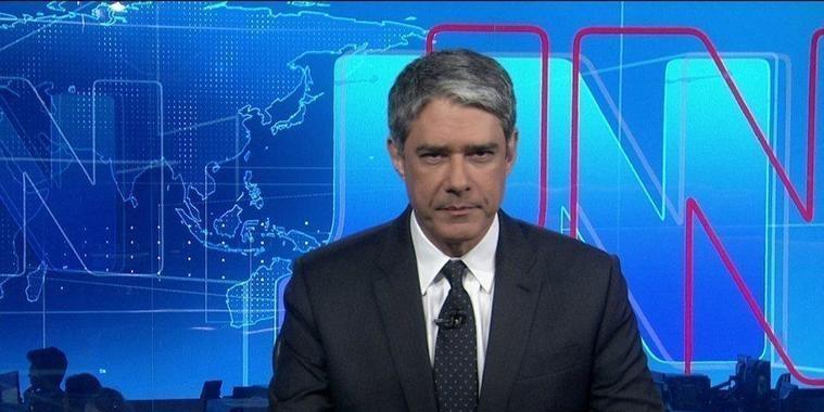 """Bonner comete gafe ao vivo no """"Jornal Nacional"""" e causa na web"""