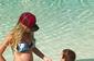 Ex-BBB Adriana exibe barriguinha da 2ª gravidez ao lado do filho