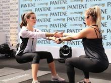 Camila Queiroz faz treinamento funcional neste Dia dos Pais