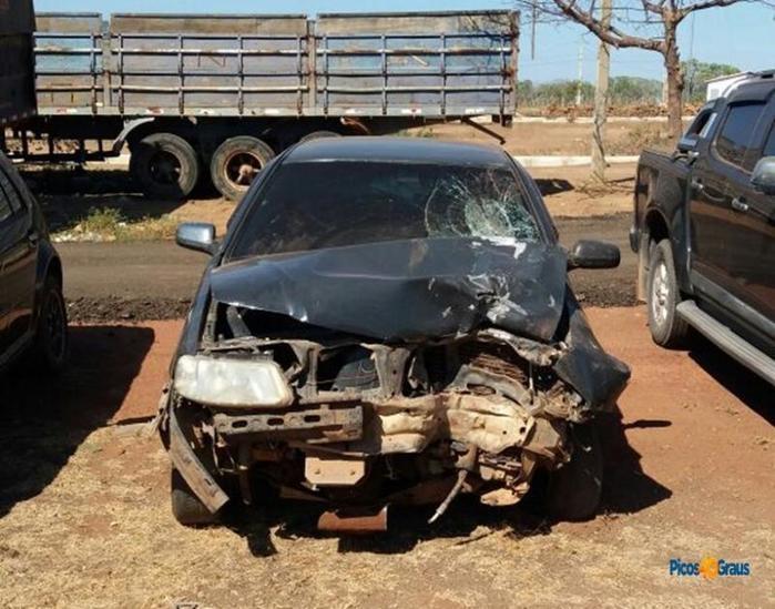 Veículo foi abandonado na rodovia (Crédito: Reprodução)