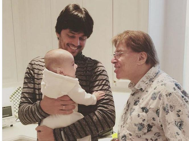 Patricia Abravanel posta foto íntima de Silvio Santos com o neto