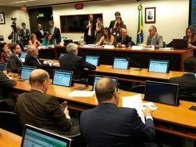 Câmara aprova 'distritão' para 2018 e fundo eleitoral público