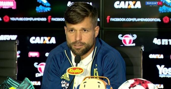 Diego em coletiva de imprensa nesta terça (Foto: Reprodução SporTV)