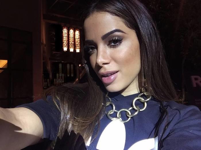 Anitta fala sobre relacionamento: 'Prefiro pegar homem pobre'