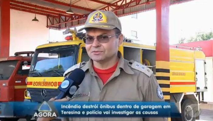Incêndio em garagem de empresa destroi ônibus em Teresina
