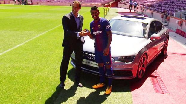 Paulinho recebeu um Audi do clube (Crédito: Barcelona)