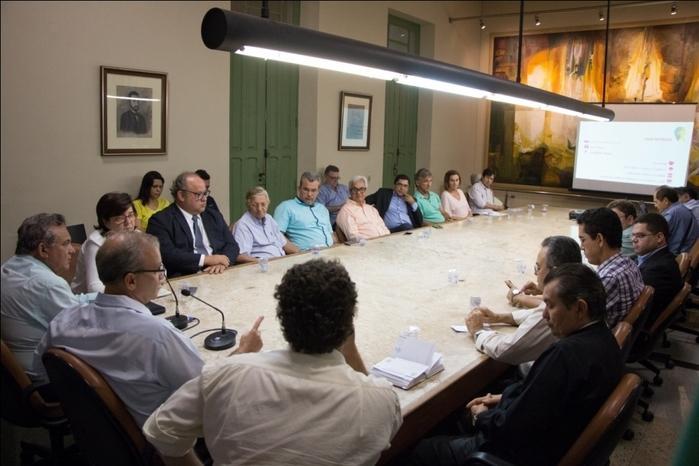 Firmino Filho durante reunião (Crédito: Renato Bezera)