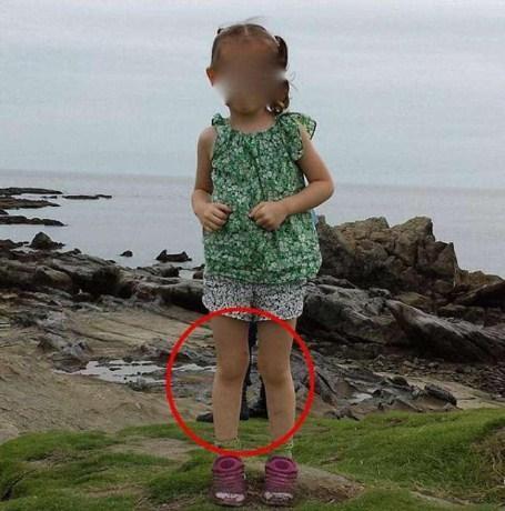 Foto de criança assusta internautas e viraliza nas redes sociais (Crédito: Reprodução/facebook)