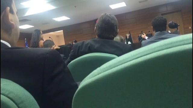 Advogada conseguiu apenas realizar sua sustentação oral na tribuna após vestir um terno emprestado  (Crédito: Reprodução)