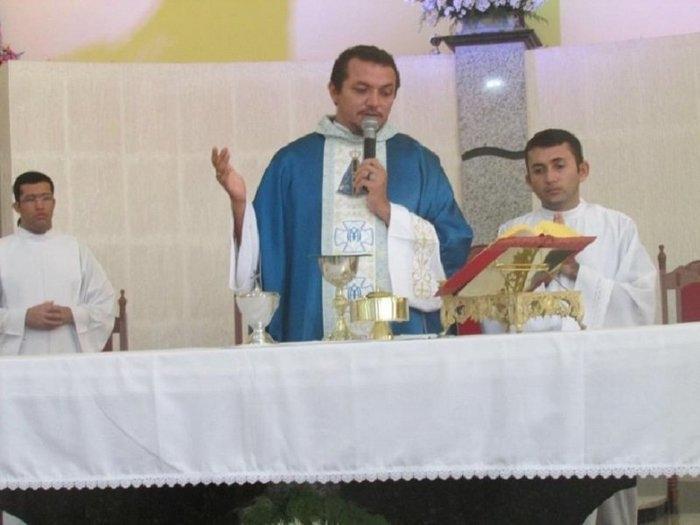 Padre Claudinei (Crédito: Reprodução/Facebook)