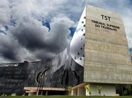 TST abre inscrições para 52 vagas com salários de até R$ 10 mil