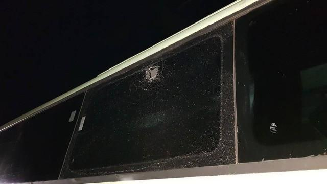 Ônibus de time de rugby é apedrejado e jogo é cancelado
