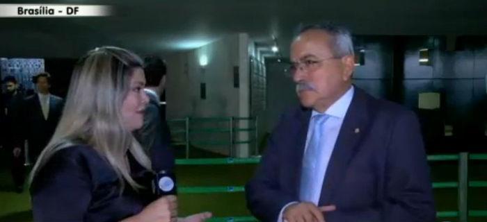 Samantha entrevista Átila Lira (Crédito: Rede Meio Norte)