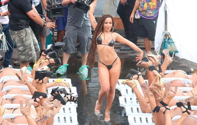 Anitta grava clipe na Favela do Vidigal (RJ) neste domingo (20)