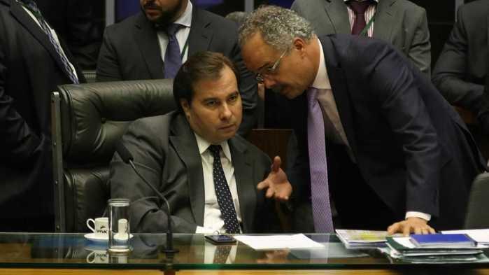 Câmara debate reforma política; Maia quer votá-la nesta terça