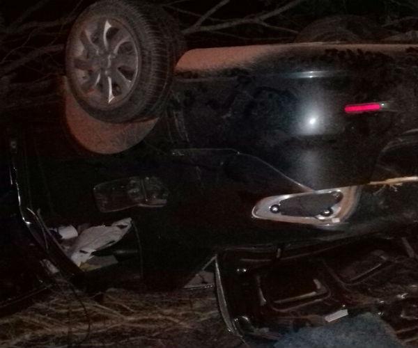 Veículo capotou após acidente com fazendeiro na BR-135 (Crédito: Portalcorrente)