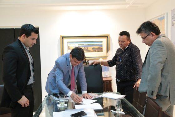 Governador trata sobre melhorias para o Aeroporto de Corrente (Crédito: Jorge Bastos)