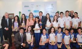 Medalhistas da U.E. Paulo Ferraz receberam premiação do Estado.