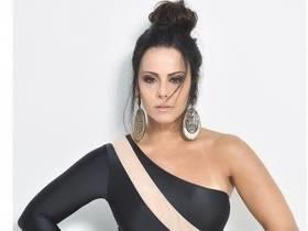 Aos 42 anos, Viviane Araújo posa com look que engana e arrasa
