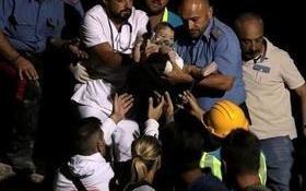 Após setes horas soterrado, bombeiros resgatam bebê de sete meses