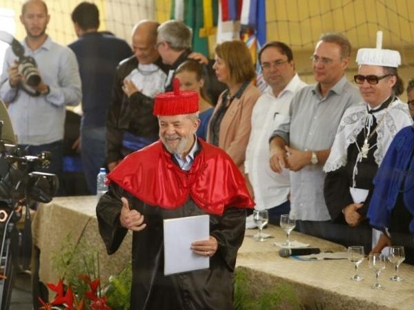 Lula recebe título Doutor Honoris Causa na Unieal (Crédito: Felipe Brasil)
