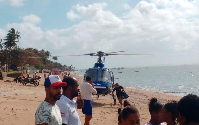 Vítimas são resgatadas na praia do Duro, em Vera Cruz (Crédito: Luís Paulo / Arquivo Pessoal)