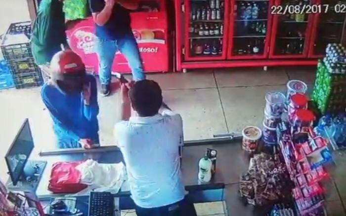Comerciante mata dois ladrões durante assalto em Caldas Novas (Crédito: rEPRODUÇÃO)