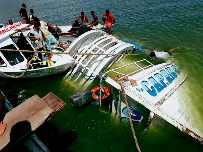 Barco que naufragou no Rio Xingu, no Pará, na noite do dia 22 de agosto (Crédito: Paulo Cardoso Vieira / Arquivo Pessoal))