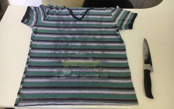 Camiseta usada pelo menino e faca foram apreendidas e serão periciadas (Crédito: G1)