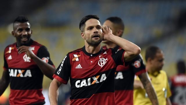 Jogada genial de Berrío, gol de Diego. Fla vence Bota e vai à final