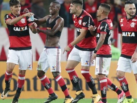 Vinicius Jr. festeja vaga do Flamengo: 'Não importa a cor da pele'