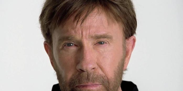 Chuck Norris infarta duas vezes, sobrevive e passa bem