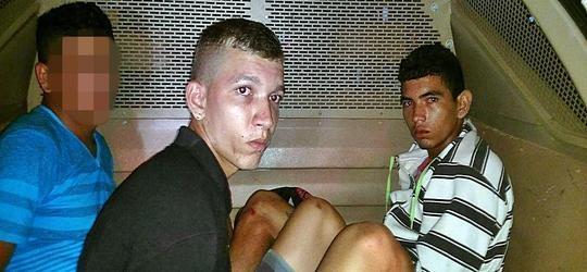 Trio é flagrado com simulacro de arma de fogo e faca em Parnaíba