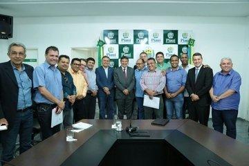 Governador durante encontro com vereadores (Crédito: Jorge Henrique Bastos)