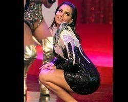 Anitta deixa André Marques sem graça ao responder pergunta