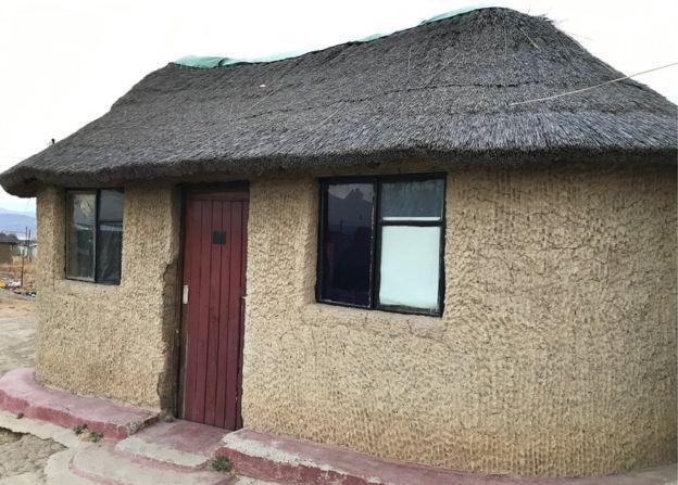 O curadeiro alugava uma casa do irmão de um de seus supostos cúmplices (Crédito: BBC)