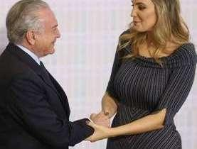 Marcela Temer 'tropeça' em discurso no Palácio do Planalto