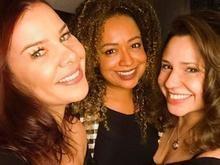 Fernanda Souza posa com duas ex-Chiquititas e leva fãs ao delírio