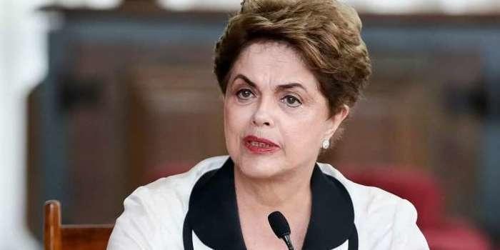 Dilma critica rejeição da denúncia e diz: 'Cunha governa na prisão'