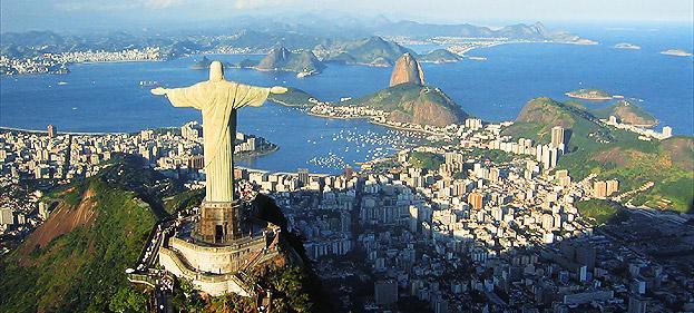 O Rio de Janeiro é reconhecidamente uma das cidades mais bonitas do mundo e faz jus a seu apelido de Cidade Maravilhosa. Os problemas da cidade são esquecidos ao beber uma água de coco em suas belas praias, passear pelo calçadão ou avistar o maravilhoso panorama do Rio a partir de algum de seus símbolos como o Pão de Açúcar e o Corcovado. (Crédito: divulgação)