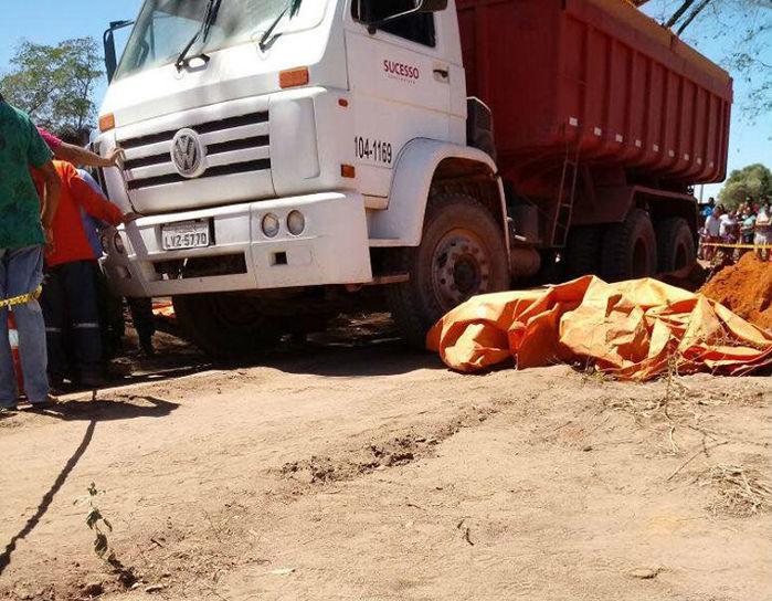 Caminhão caçamba envolvido em acidente na zona Sul de Teresina (Crédito: Reprodução)