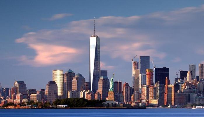"""Maior símbolo dos Estados Unidos, Nova York é também o que há de mais cosmopolita no país norte-americano. Em mudança constante e permanente, a chamada """"Big Apple"""" impressiona pelos seus imponentes arranha-céus de Manhattan mas também por seu movimento constante e sua vida agitada em bairros como o Brooklyn e o Soho. (Crédito: divulgação)"""
