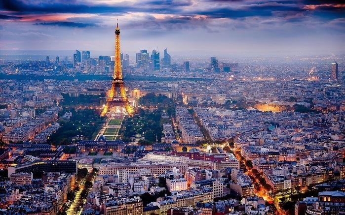 Recebendo 27 milhões de turistas por ano, Paris é a cidade mais visitada do planeta. Tanto turismo se justifica em uma cidade linda por sua arquitetura, seus monumentos famosos, seus jardins e o Rio Sena. Mas Paris também reúne outras qualidades das quais turistas gostam e muito: uma gastronomia incomparável, muitas lojas, os melhores museus do mundo, além de um parque da Disney. (Crédito: divulgação)