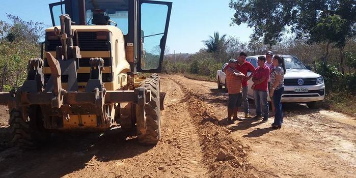Prefeita Vilma Amorim visita as obras da estrada  do Tabuleirinho