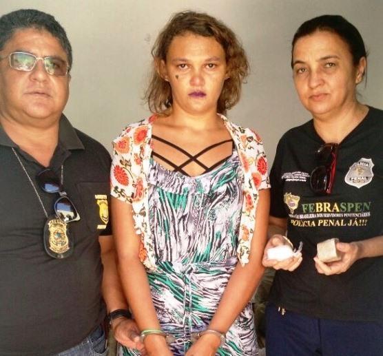Mulher tenta entrar com drogas em penitenciária (Crédito: Reprodução)